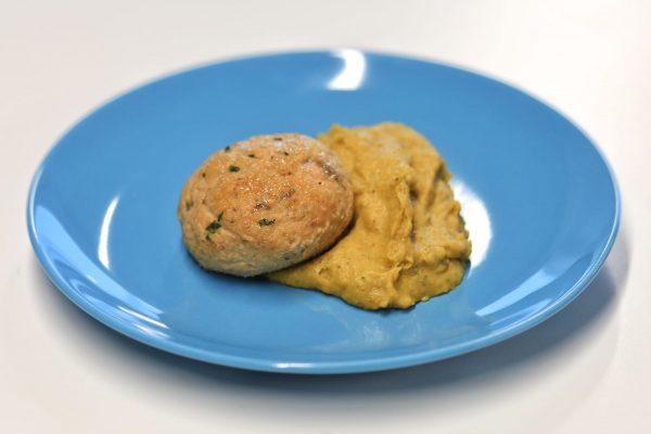 Prato Peixe - Bolinhos de Salmão com Puré de Brócolos e Cenoura