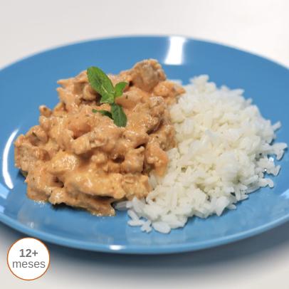 Frango com hortelã e arroz thai