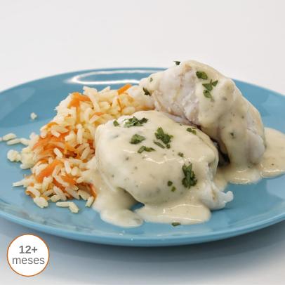 Pescada de Fricassé com arroz de cenoura comida para bebé gourmet