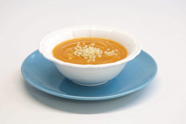 Sopa de cenoura com massinhas e pescada - comida para bebé gourmet